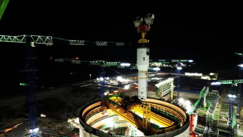 华龙一号漳州核电1号机组首台蒸汽发生器吊装成功